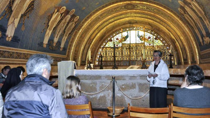 Découvrir, visiter et garder les lieux saints