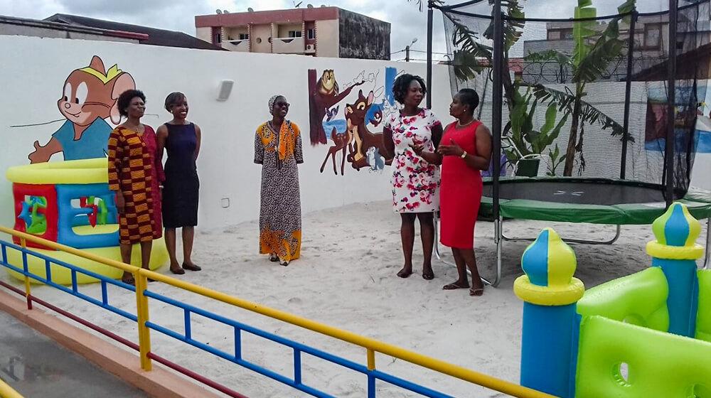 Le jardin d'enfants et les enseignantes