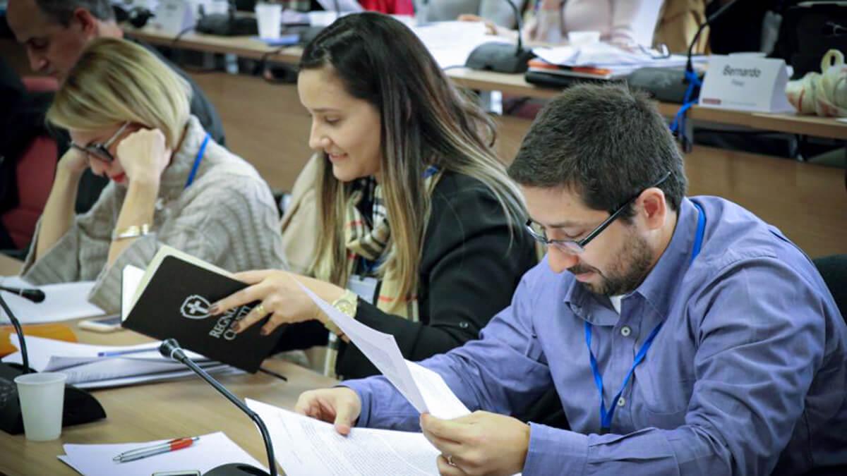 Échanges en réunion plénière