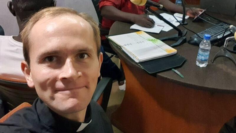 Émissions de radio sur le thème du mariage en Côte d'Ivoire