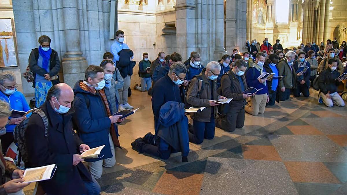 Saint Joseph, on peut lui parler comme à un ami » /le groupe prie devant saint Joseph
