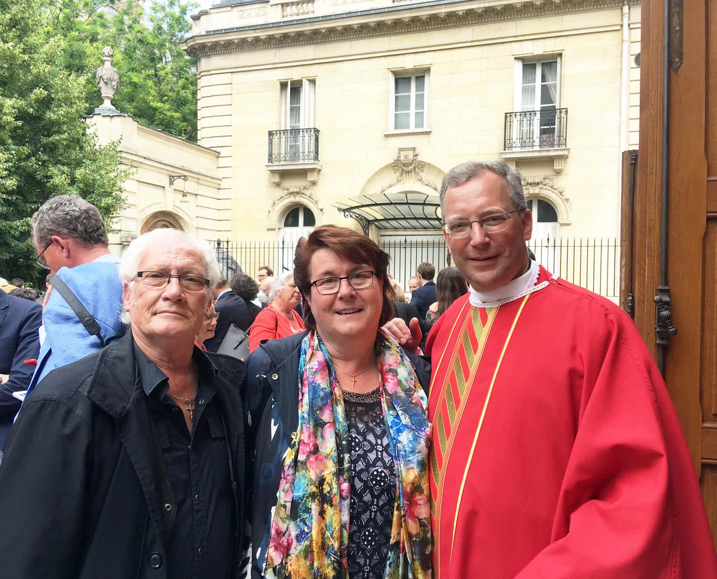Luc et Valérie Rober avec le P. Benoît Devos, LC